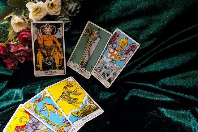 Tarot und Kartenlegen